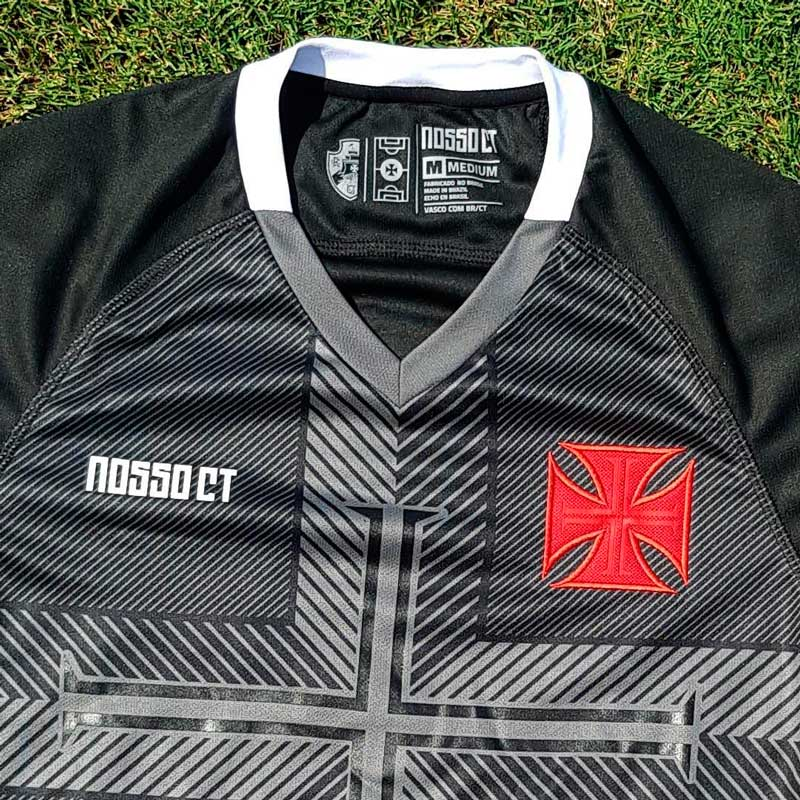 Modelo escolhido para a camisa do CT do Vasco