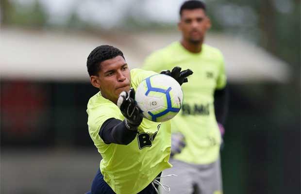 Halls treinou com a equipe principal do Vasco