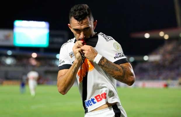 Raul espera continuar no Vasco em meio à sondagens