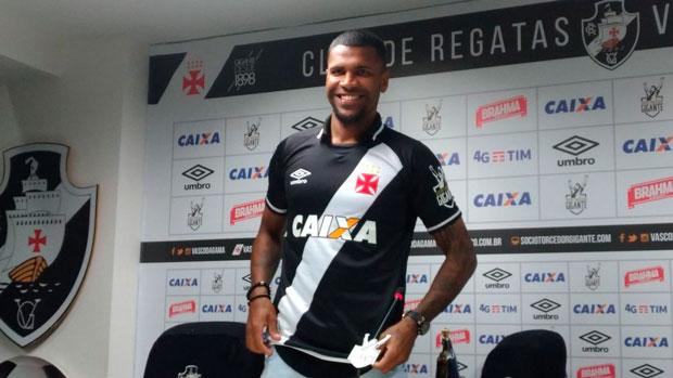 Breno é apresentado oficialmente pelo Vasco - Vasco Notícias d8933ed1a85bd