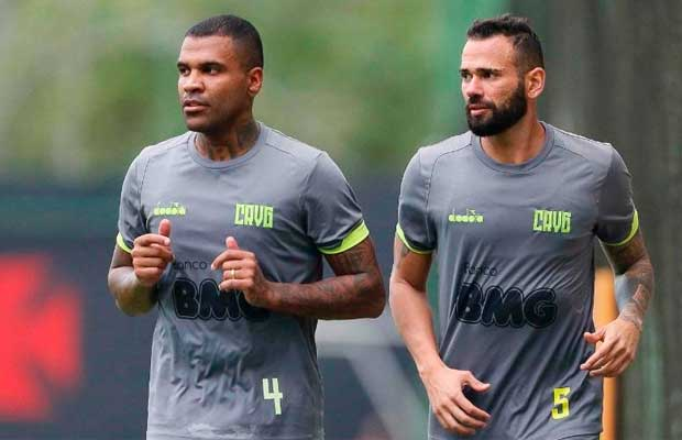 Breno e Castan, zagueiros do Vasco