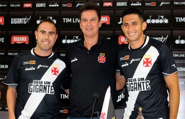 3f1d65ff81 Bruno César e Danilo Barcelos são apresentados oficialmente pelo ...