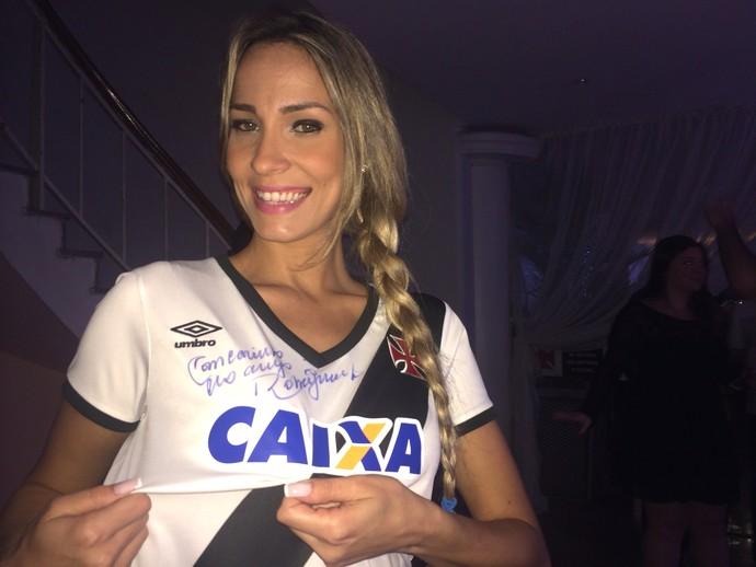 2f4ca7a155ee0 Vasco divulga oficialmente a nova camisa fabricada pela Umbro ...