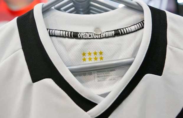 ef2f049d16b85 Vasco apresenta nova camisa e inicia vendas