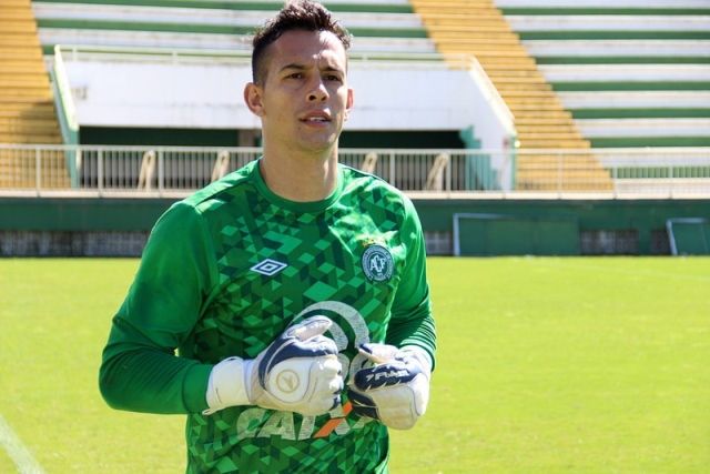 Goleiro Danilo é vetado no Corinthians e pode acertar com o Vasco ... cae8f6553fcb8