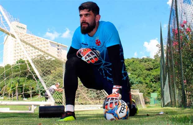 Fernando Miguel ganha confiança no Vasco