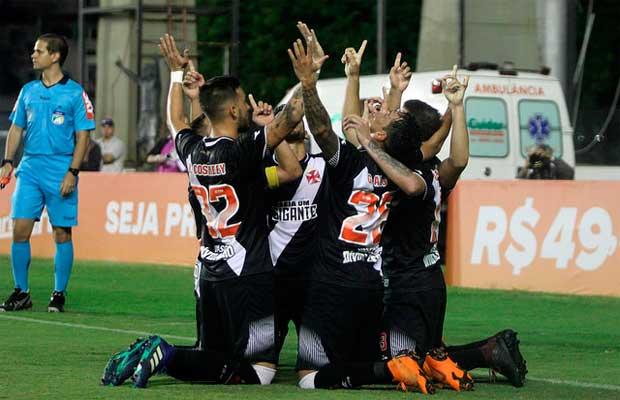Comemoração dos jogadores (Vasco 3 x 2 Sport) b08989f1883fc