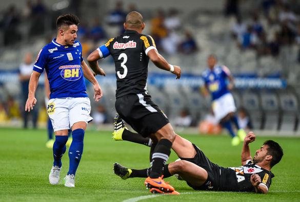 Rodrigo e Julio dos Santos desfalcam o Vasco contra o Sport - Vasco ... 7a3d7ef0f0c13