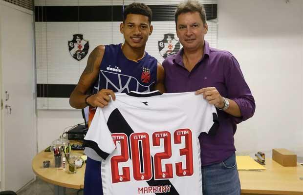 Marrony comemora renovação de contrato com o Vasco - Vasco Notícias 89e2c20109da3