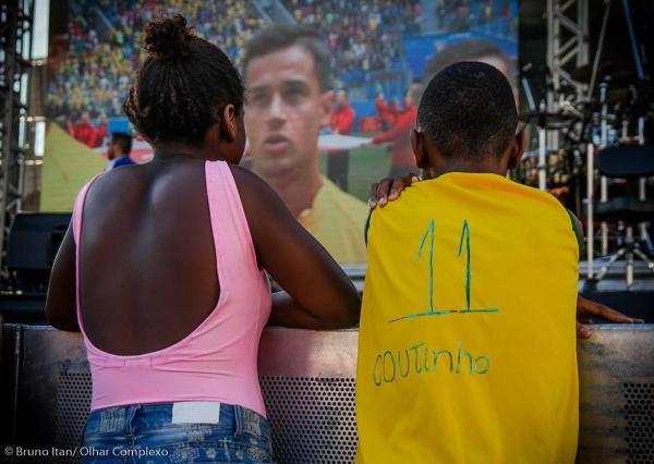 Garoto improvisa camisa de Philippe Coutinho e foto viraliza - Vasco ... ff689000c81e6