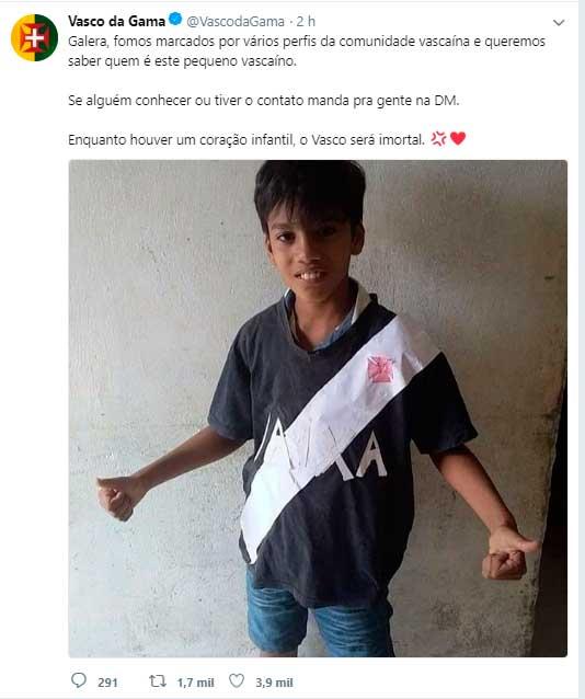 Vasco procura por menino que improvisou camisa do Clube - Vasco Notícias 7b2e96912f149