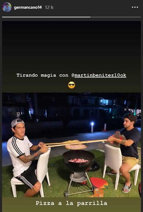 Germán Cano e Martín Benítez assando pizza