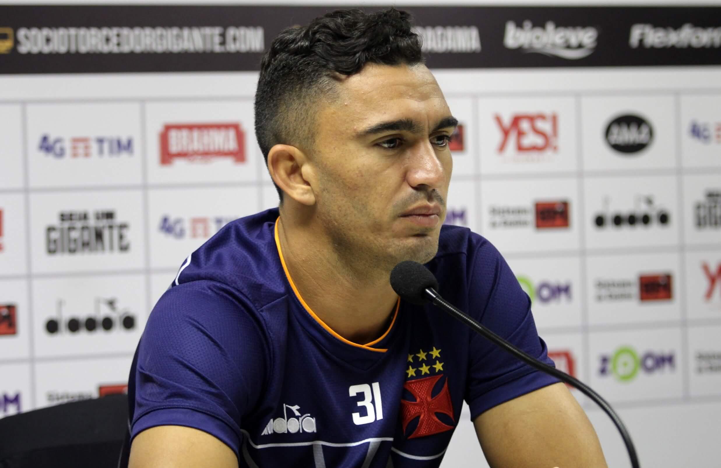 Raul em entrevista pelo Vasco