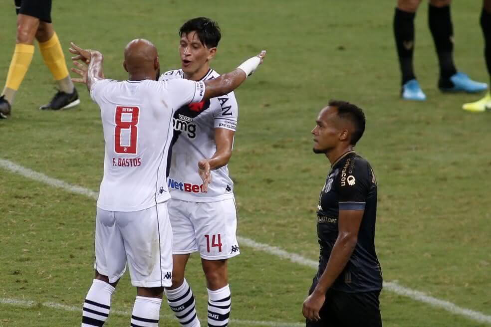 Fellipe Bastos e Cano comemorando gol contra o Ceará