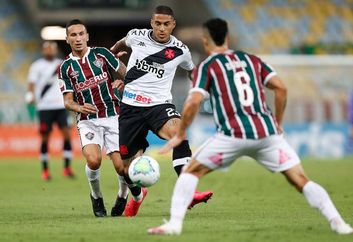 Carlinhos em jogo contra o Fluminense