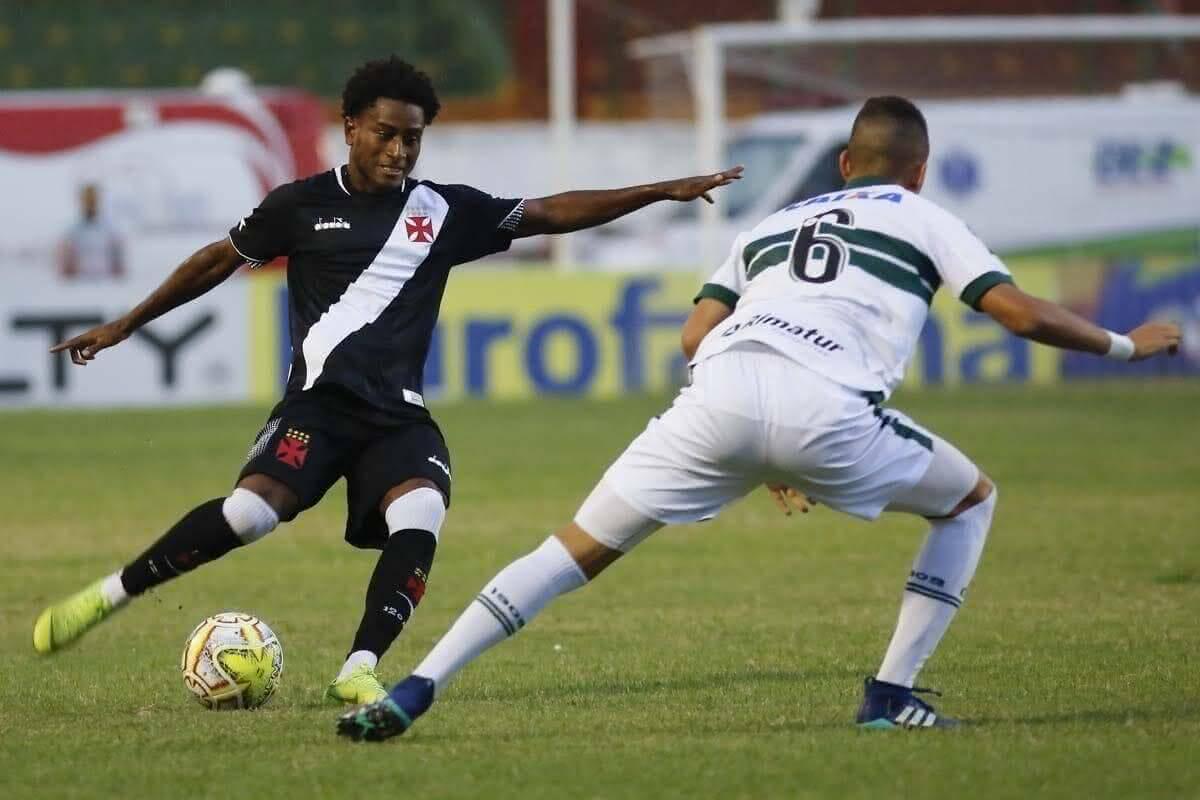 Cayo Tenório em ação pelos juniores do Vasco