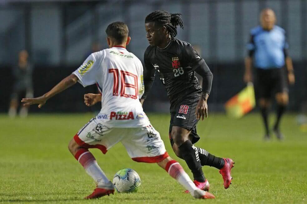 Lucas Santos em jogo-treino do Vasco