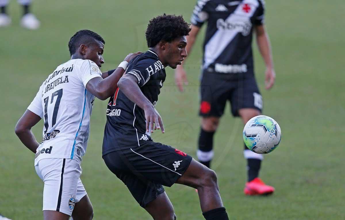 Talles durante o jogo contra o Grêmio