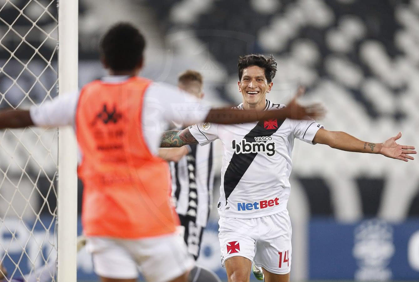 Germán Cano em jogo contra o Botafogo