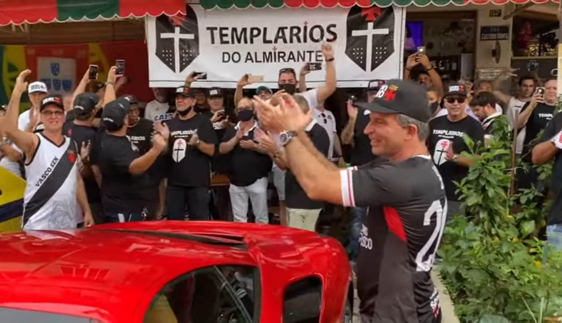 Leven Siano com sócios do Vasco no Bar da Portuguesa