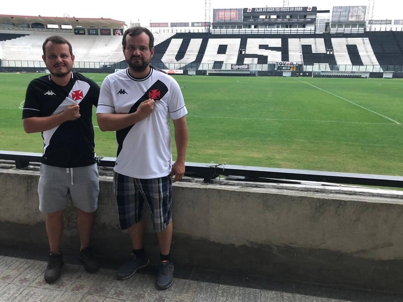 Irmãos vascaínos de Brasília visitam São Januário