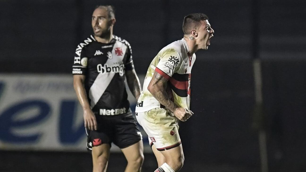 Renato Kayzer fez dois gols na volta a São Januário