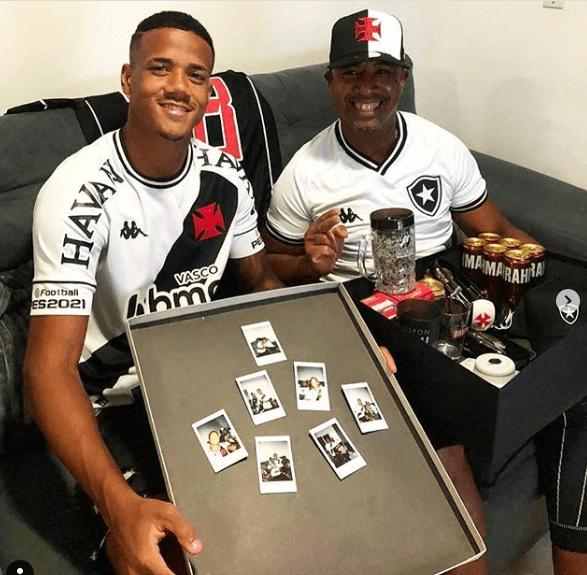 Ygor e seu pai, Jorge, recebem brindes do Vasco, do Botafogo e da Brahma