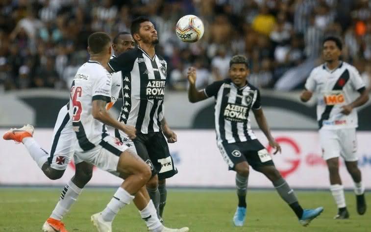 Botafogo e Vasco duelando pelo Carioca 2020