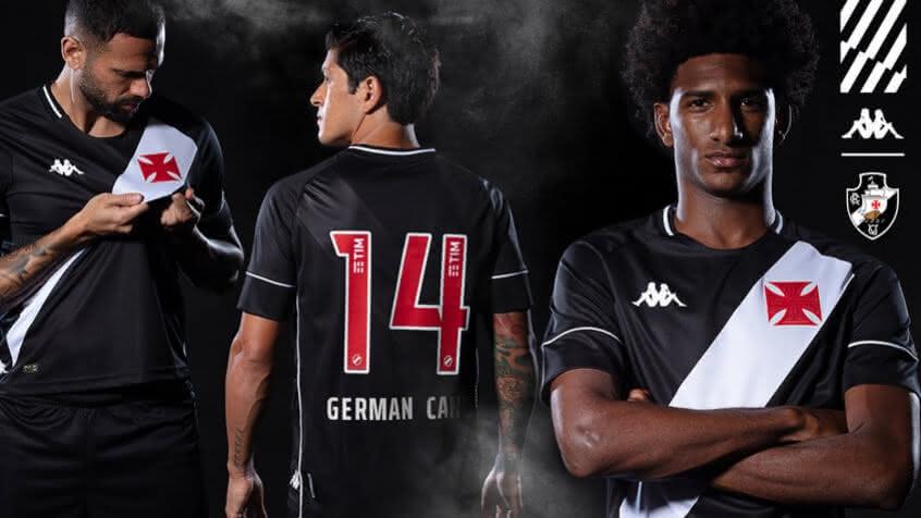 Jogadores exibem a camisa do Vasco
