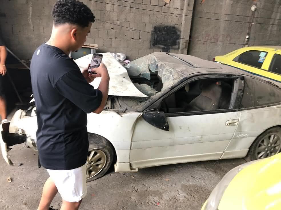 Filhos de Dener resgatam carro de acidente