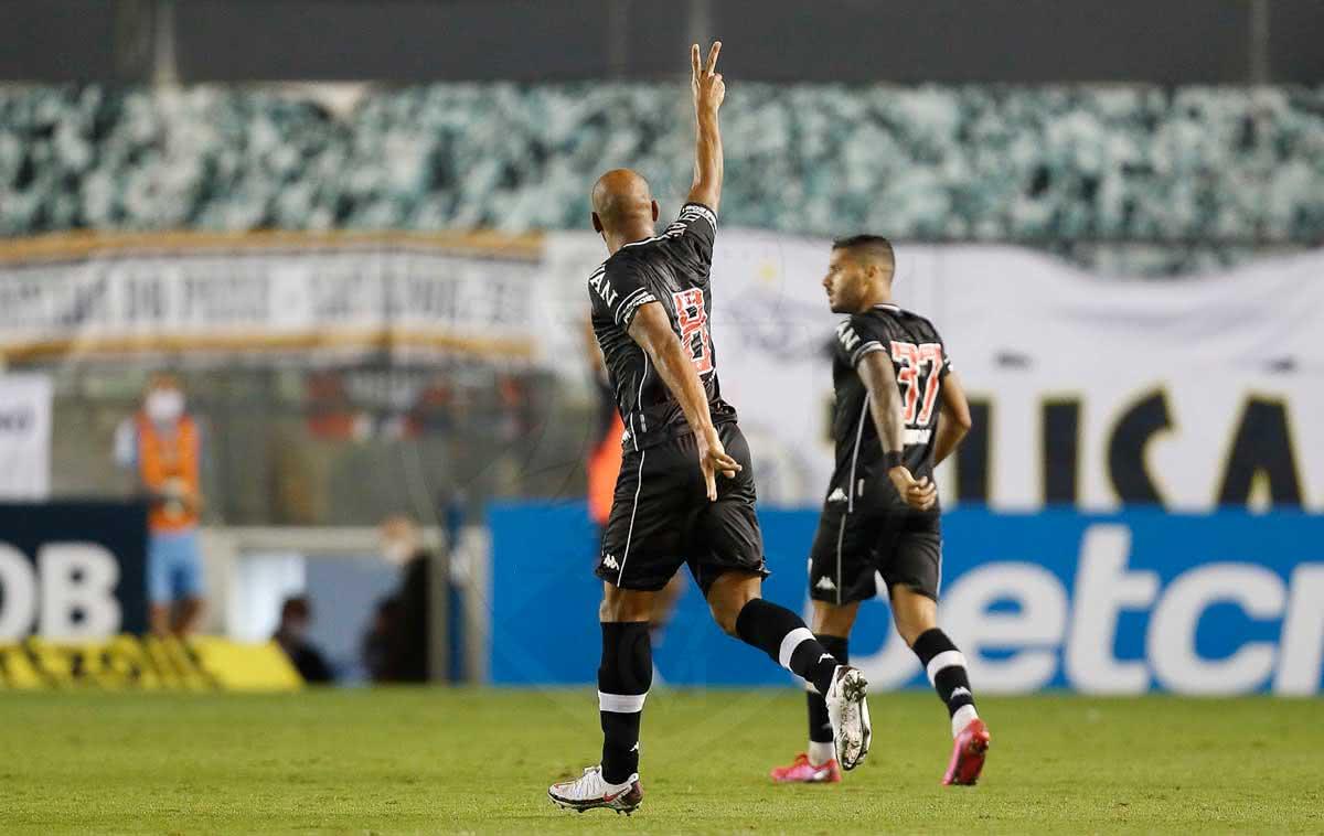 Fellipe Bastos comemorando gol contra o Santos