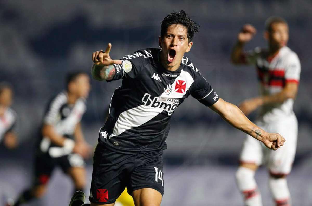 Germán Cano comemorando gol contra o Atlético-GO