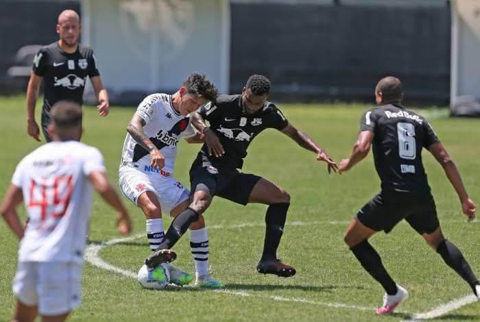 Germán Cano em jogo contra o Bragantino