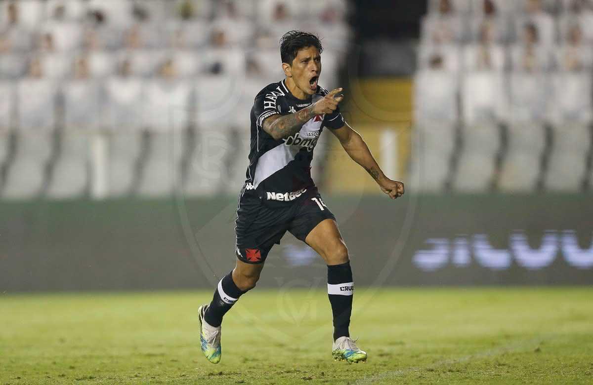 Cano comemorando gol contra o Santos