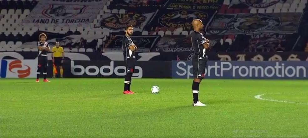 Jogadores protestam contra violência no treino do Figueirense