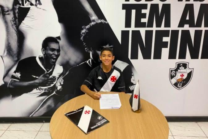 Riquelme Avelar assina contrato de formação com o Vasco
