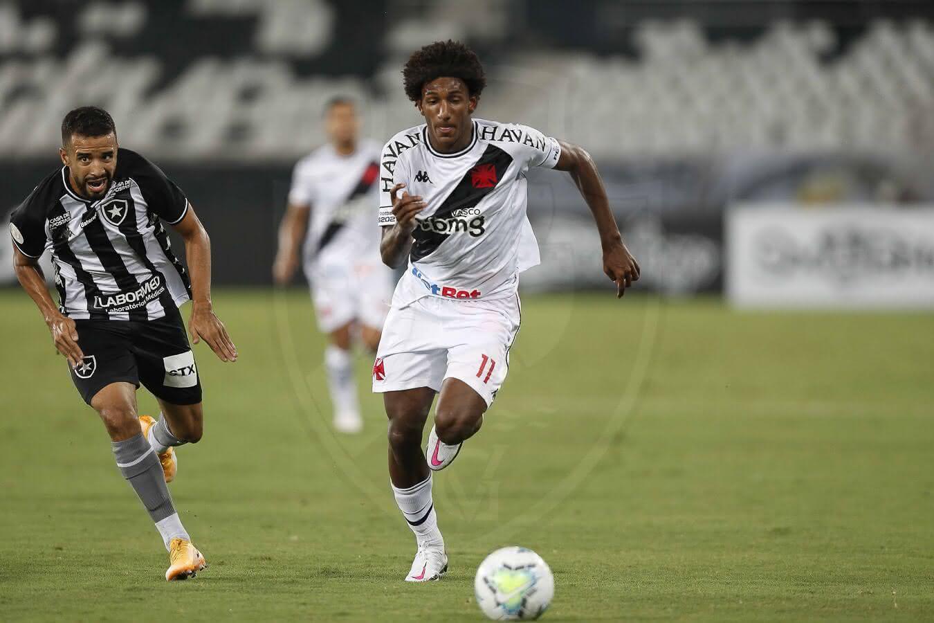 Talles Magno em jogo contra o Botafogo