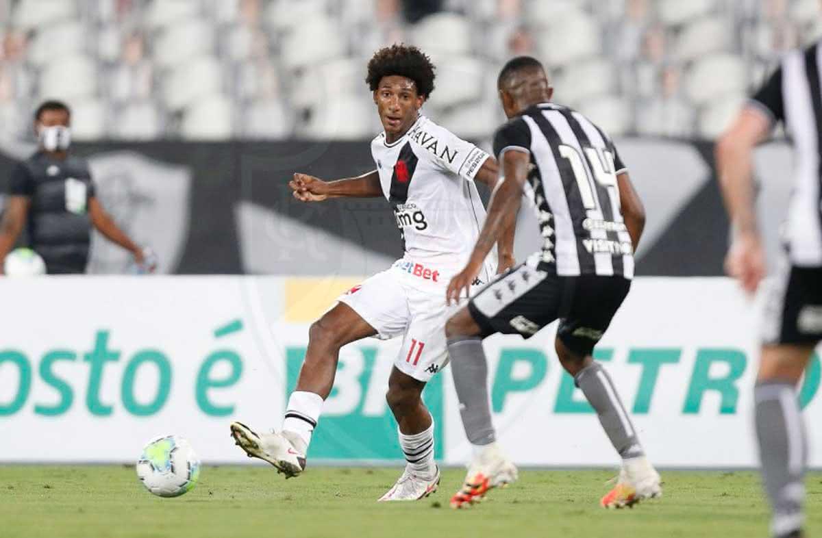 Talles Magno sendo marcado por Marcelo Benevenuto em jogo contra o Botafogo