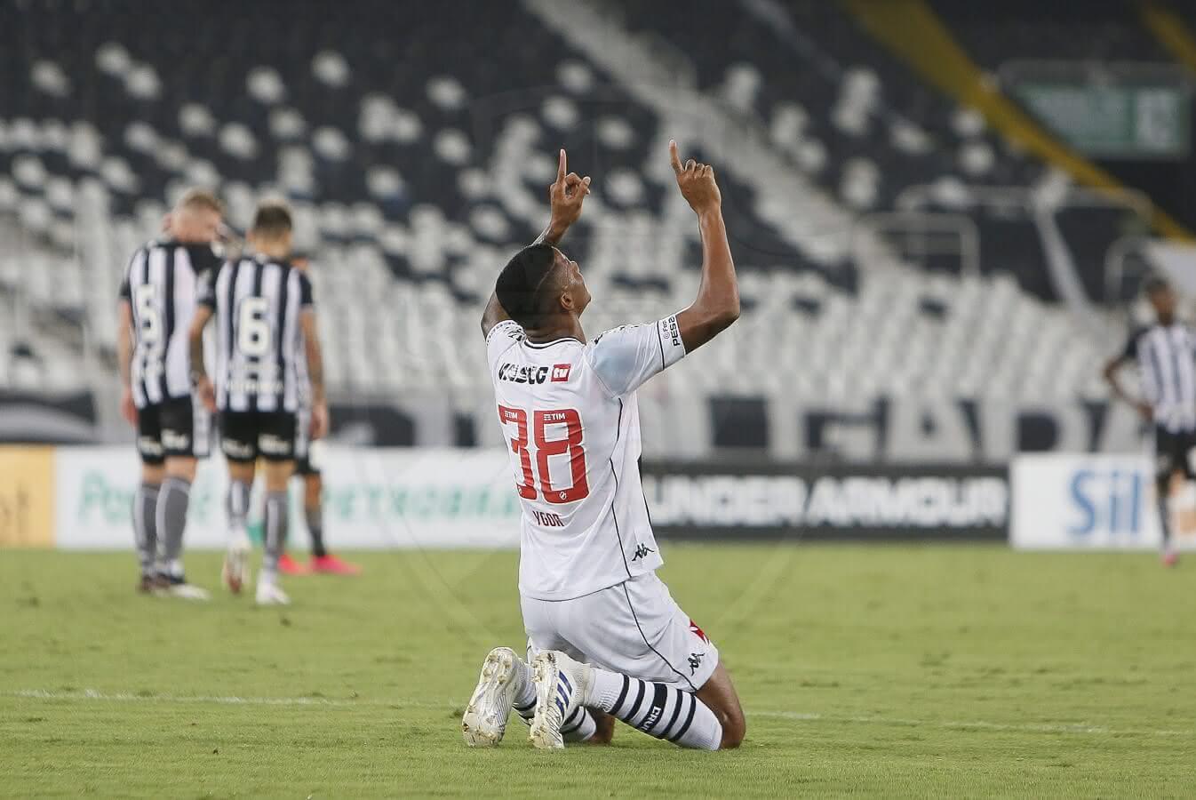 Ygor comemora 1º gol pelo Vasco