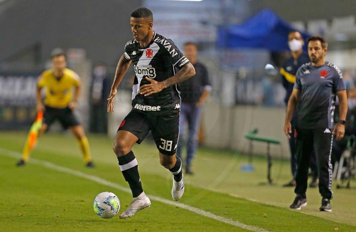 Ygor em jogo contra o Santos
