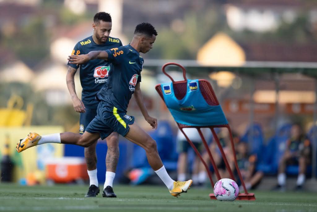 Riquelme e Neymar no treino da seleção brasileira
