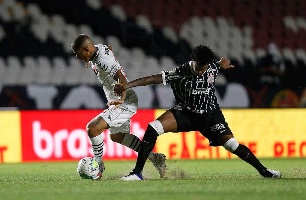 Carlinhos durante o jogo contra o Corinthians
