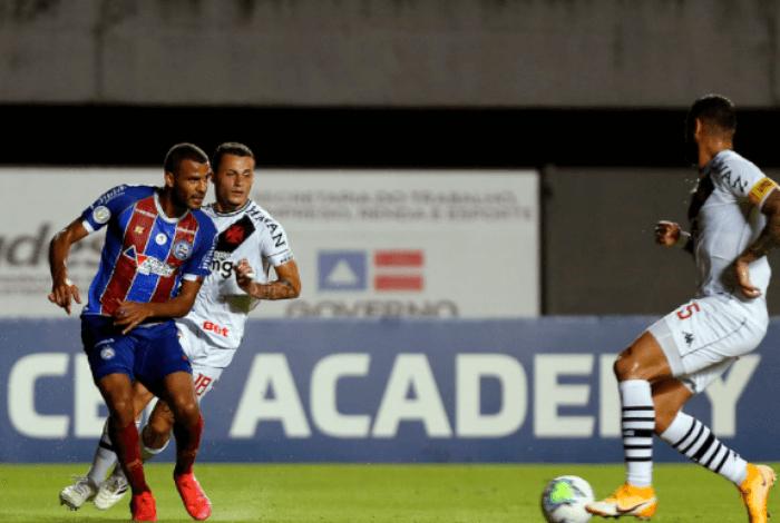Leandro Castan em jogo contra o Bahia