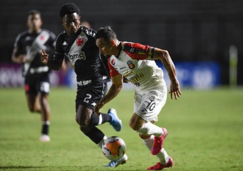 Cayo Tenório em jogo contra o Caracas