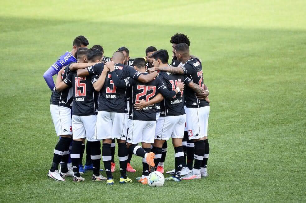 Jogadores do Vasco antes do jogo contra o Corinthians
