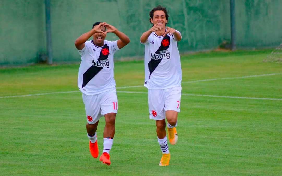 Juan e Marlon Gomes comemorando gol contra o Atlético-MG