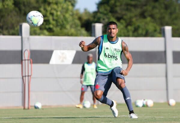 Léo Matos em treino do Vasco