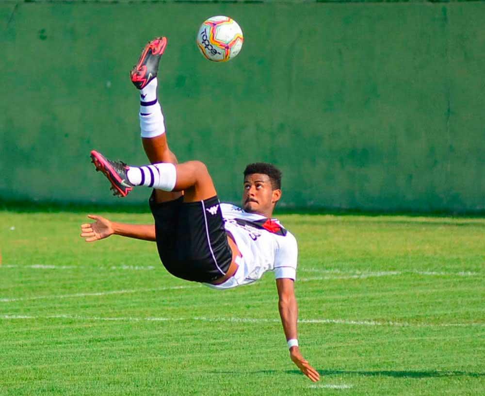 Marcos Dias fez um gol de bicicleta contra a Cabofriense, pelo Estadual
