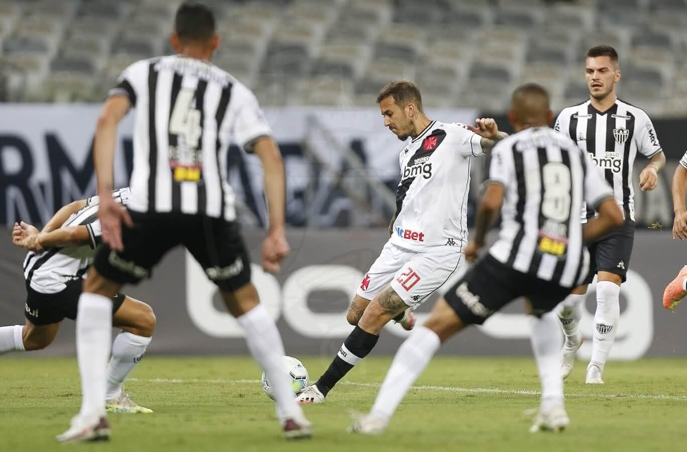 Marcos Júnior em jogo contra o Atlético-MG