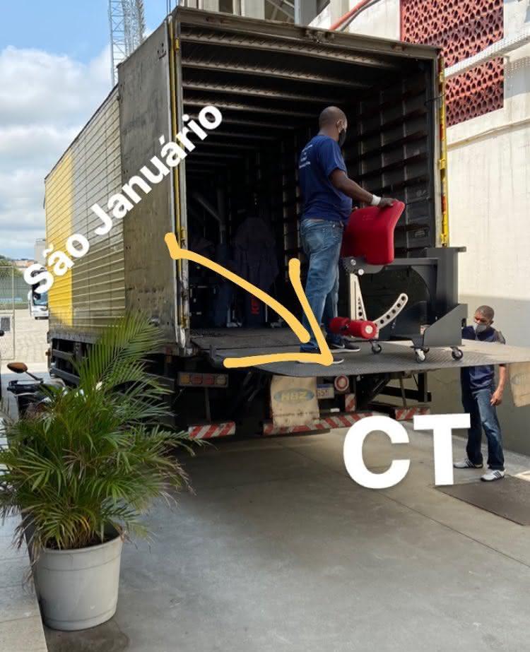 Mudança de equipamentos para o CT do Almirante